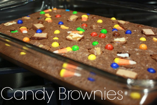 Looking for leftover Halloween candy ideas? Try these brownies made with leftover Halloween candy… You could even use these to make cute little Halloween brownie bites. YUM!