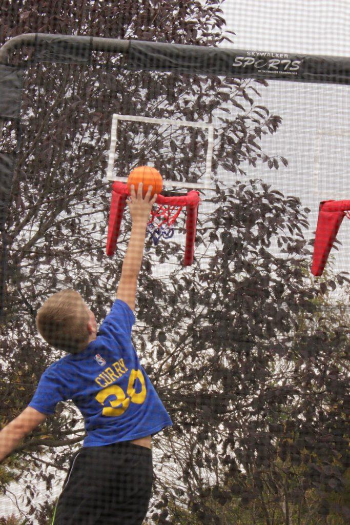 trampoline-double-basketball-hoop