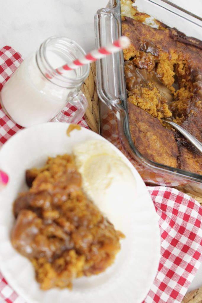 On the hunt for an easy easy pumpkin cake? This is it!