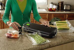 FoodSaver Vacuum Sealing System with Starter Set
