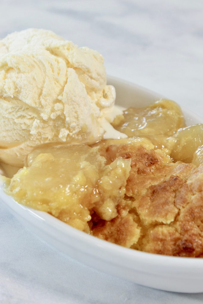 The BEST Crock Pot apple crisp recipe that cooks on its own in the slow cooker